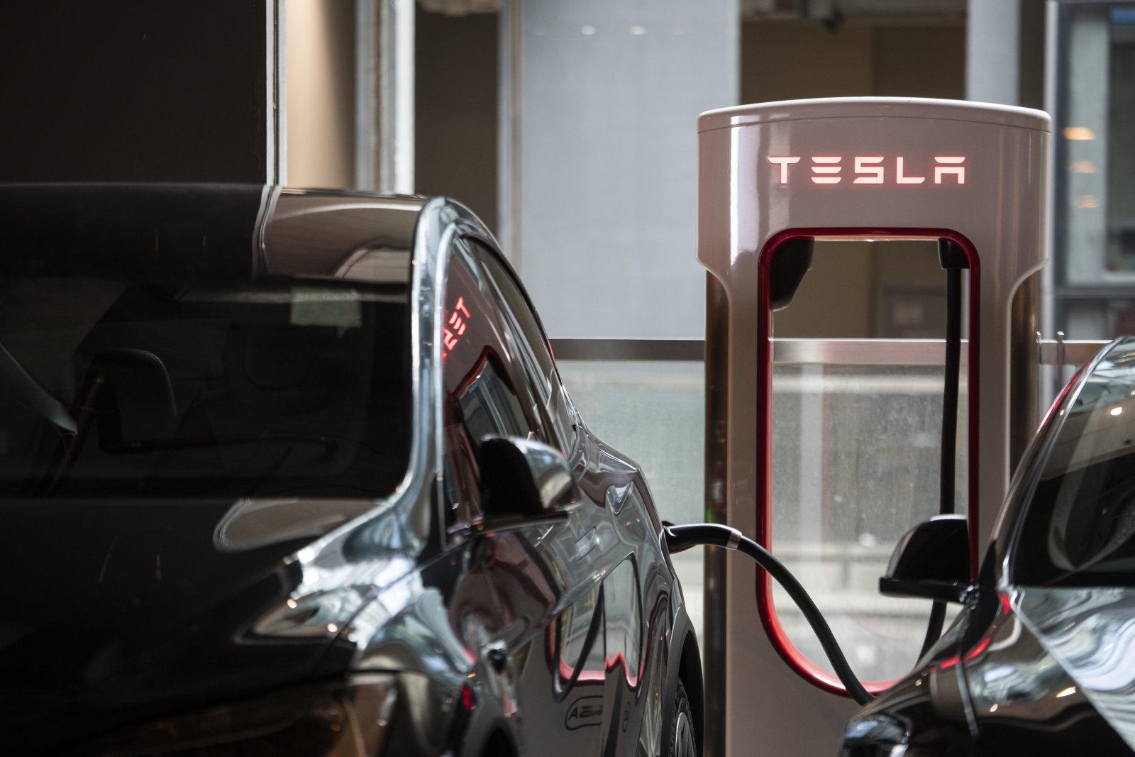 Tesla значительно увеличила цены на собственных зарядных станциях