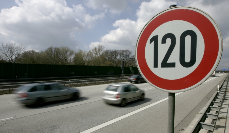 """В Германии могут положить конец движению на автобанах без ограничения скорости"""""""