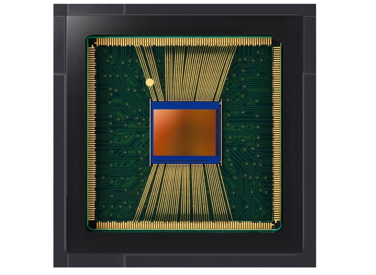 """Новый 20-Мп сенсор Samsung подходит для камер смартфонов с «дырявым» экраном"""""""
