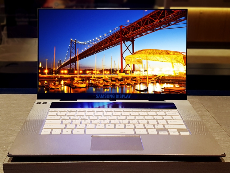 """В Samsung создан первый в мире 15,6"""" дисплей UHD OLED для ноутбуков"""""""