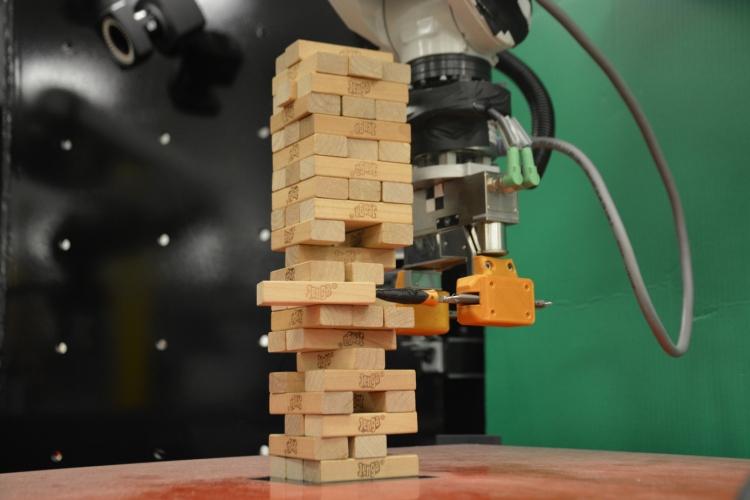 """Видео: учёные MIT научили робота играть в Jenga"""""""