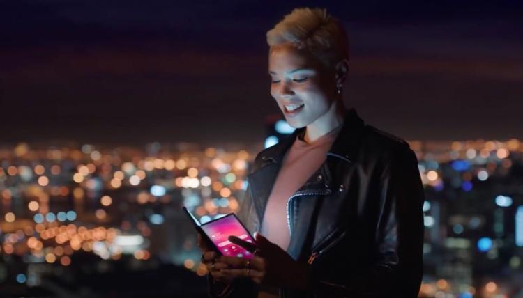 """Складной смартфон Samsung засветился в тизерном видео"""""""