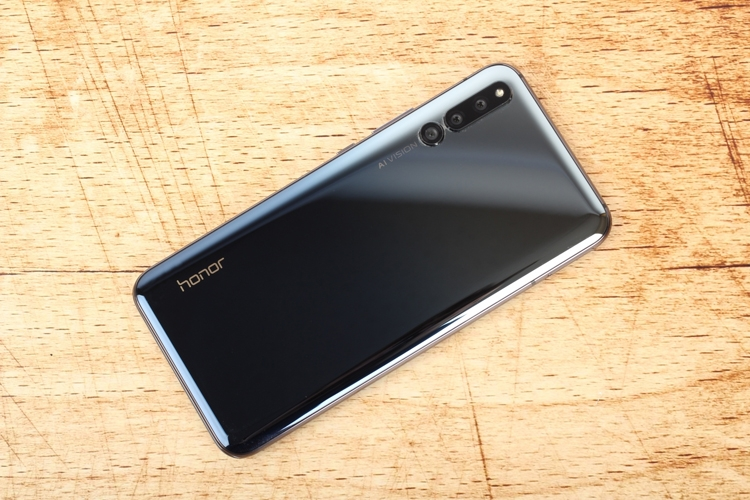 """5G-смартфон Honor выйдет во второй половине года"""""""