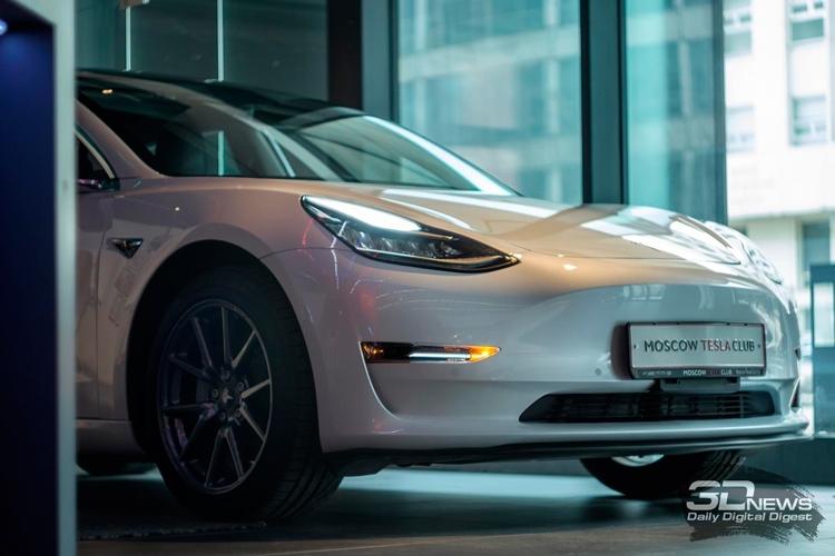 В 2018 году Tesla вывела на рынок Model 3. В 2019 компания может представить Model Y. Если доживёт...