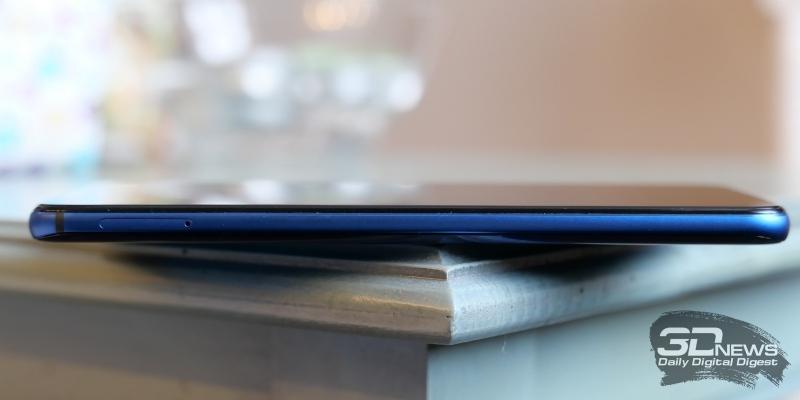 Honor View 20, левая грань: слот для двух карточек стандарта nano-SIM