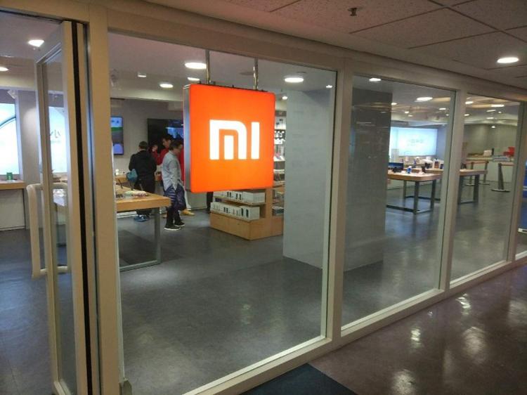 """Смартфон Xiaomi Mi 9 замечен на «живой» фотографии"""""""