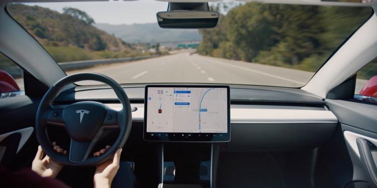 """Электромобиль Tesla Model 3 поставляется в Европу с отключённым автопилотом"""""""