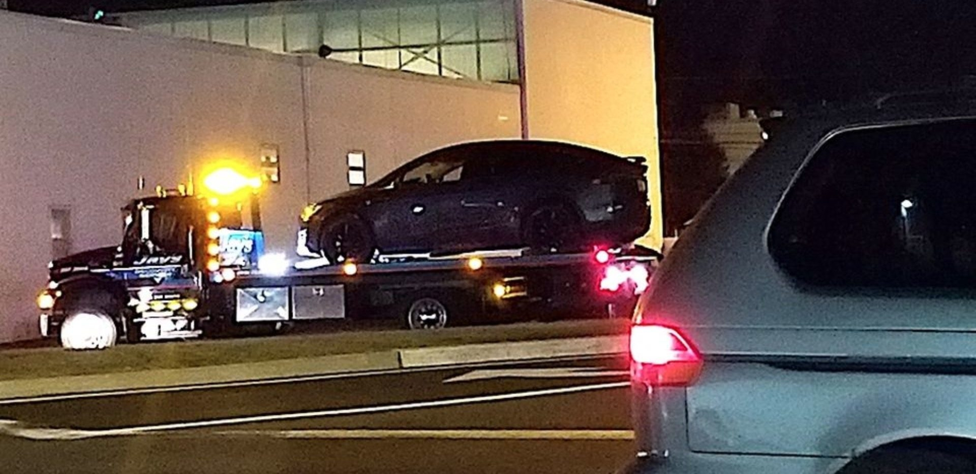 Электромобиль Tesla Model X попал в аварию — водитель не смог отключить автопилот
