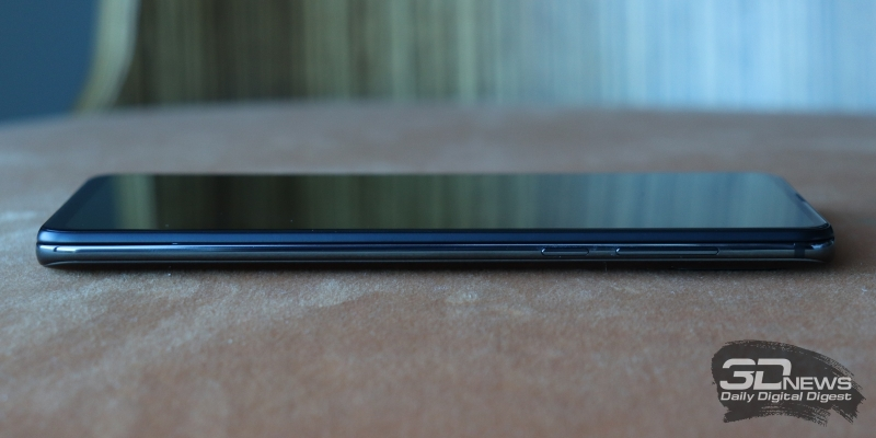 Xiaomi Mi MIX 3, правая грань: клавиши включения и регулировки громкости