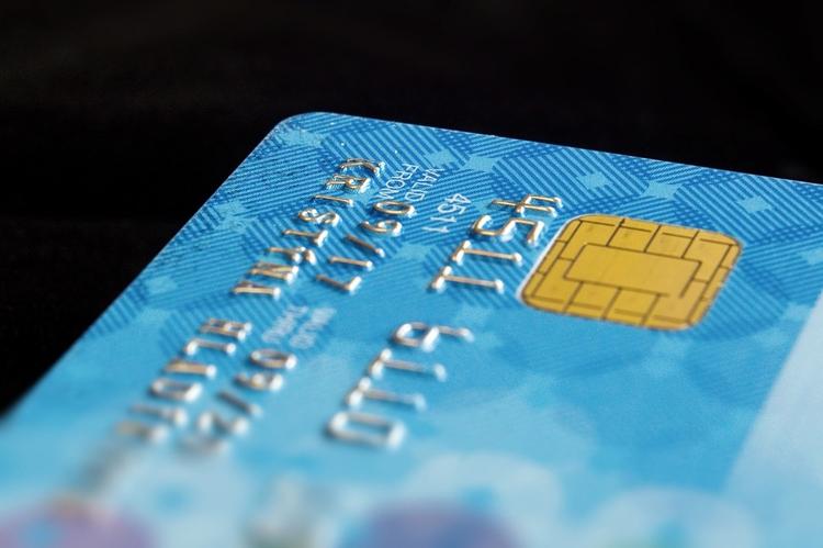 f32c16a0c76 Сейчас мы рассматриваем вариант обязать ТСП с торговым оборотом от 20 млн  рублей принимать карты к оплате с 1 января 2020 года ...