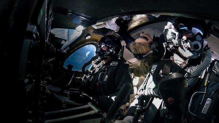 """Корабль Virgin Galactic впервые взлетел в «космос» с пассажиром на борту"""""""