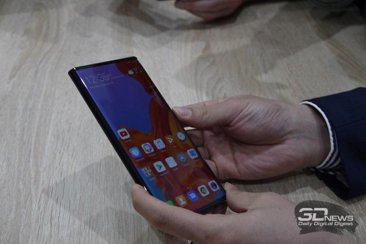 """Фото дня: «живые» снимки гибкого смартфона Huawei Mate X"""""""