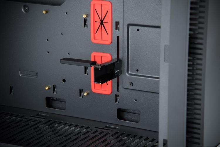 """Корпус Chieftronic G1 позволяет создать игровой ПК с RGB-подсветкой"""""""