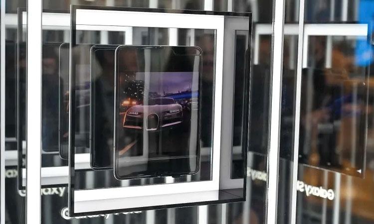 """Samsung делает всё возможное, чтобы экранная складка Galaxy Fold была незаметной"""""""