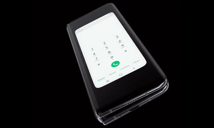 Samsung Galaxy Fold, дисплей складывается экраном внутрь с весьма спорной реализицией