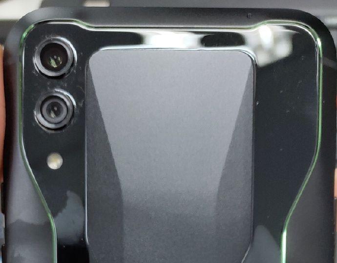 """Новый игрофон Xiaomi Black Shark обрастает деталями: выход ожидается в апреле"""""""