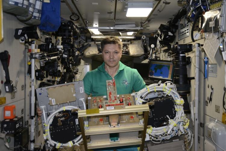 """На МКС при встрече Crew Dragon был впервые испытан российский противогаз"""""""