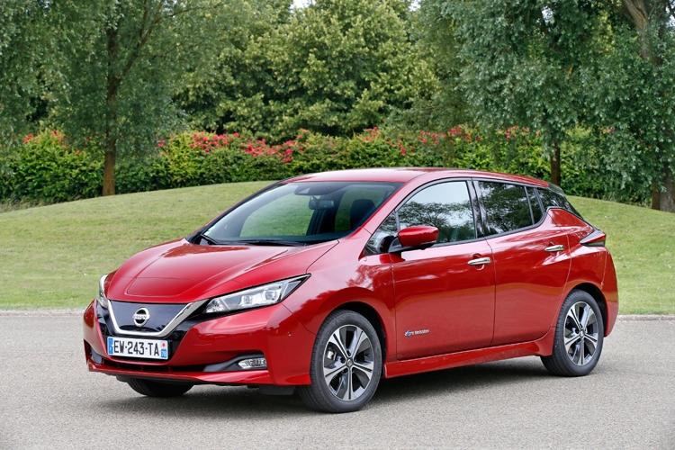 "Nissan увеличила запас хода электрокаров LEAF Tekna и N-Connecta"""