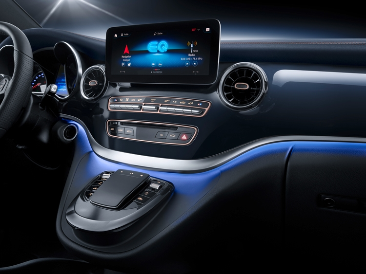 "Mercedes-Benz Concept EQV: микроавтобус премиум-класса на электротяге"""