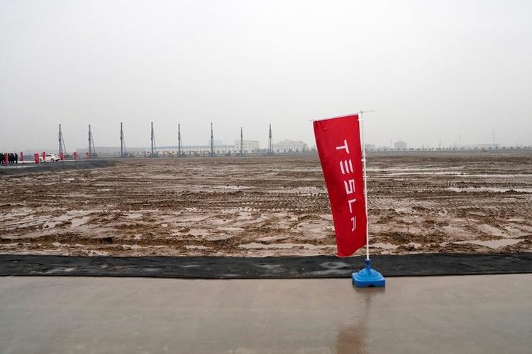 """Строительство сборочного завода Tesla в Шанхае будет завершено в мае"""""""