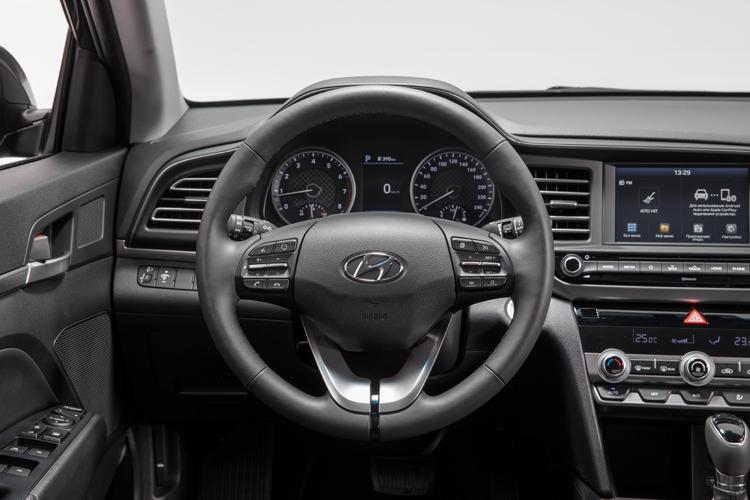 """Обновлённый седан Hyundai Elantra дебютировал в России по цене от 1 049 000 рублей"""""""