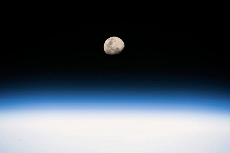 """Вице-президент США хочет вернуть американцев на Луну к 2024 году"""""""