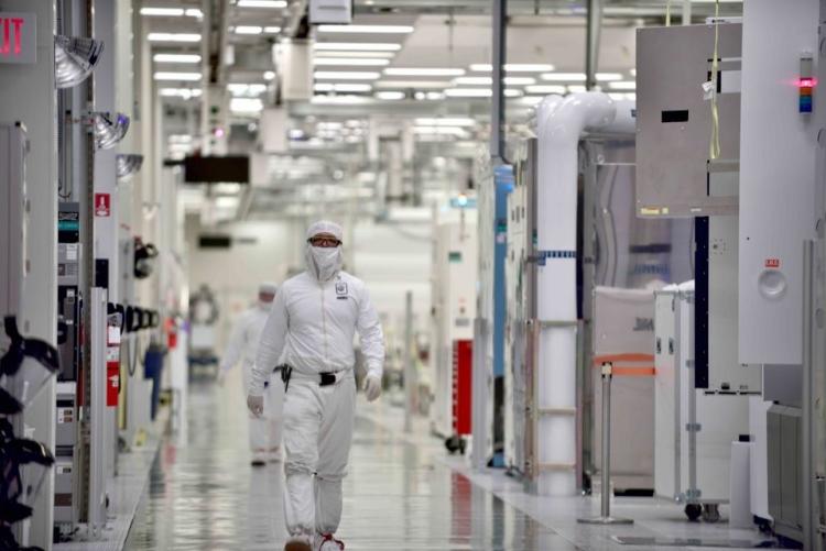 "Intel уволила сотни IT-администраторов"""