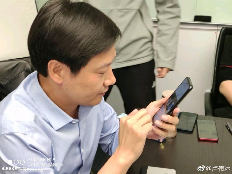 """Глава Xiaomi замечен со смартфоном Redmi на платформе Snapdragon 855"""""""