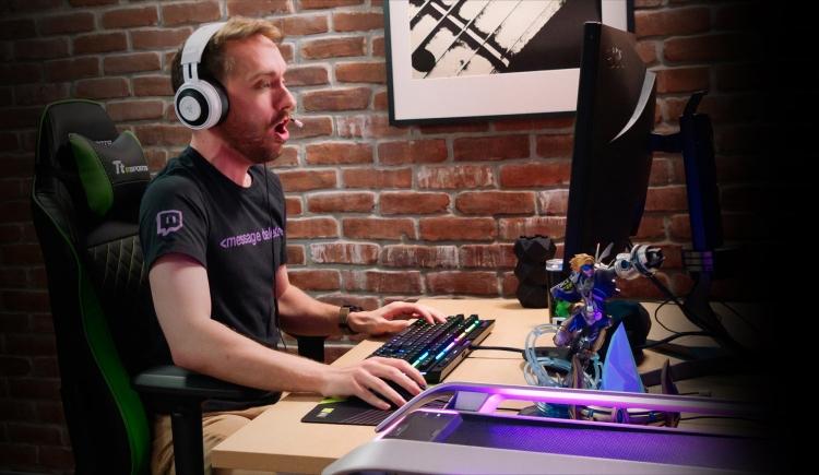 Видео: NVIDIA показала GeForce RTX R.O.N. — первого в мире голографического игрового помощника