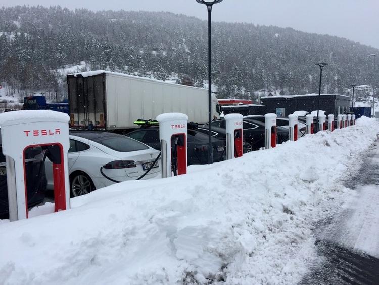 """Благодаря Tesla электромобили в Норвегии заняли 58 % рынка"""""""