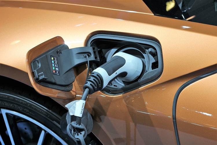 """До 1000 км на одной подзарядке: стартап обещает прорыв в области батарей для электрокаров"""""""