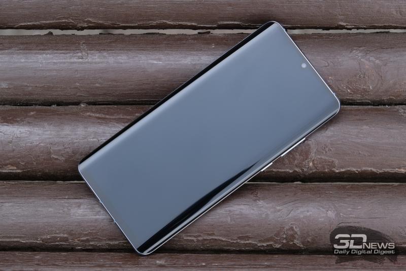 Huawei P30 Pro, лицевая панель: в верхней части экрана – маленький вырез с одинокой фронтальной камерой