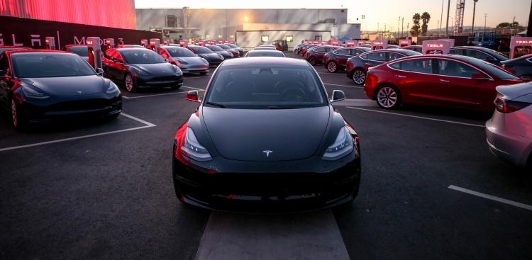 """Tesla Model 3 становится самым продаваемым автомобилем в Швейцарии"""""""