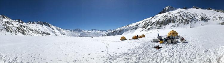 Вид на легерь учёных на леднике (Institute of Geophysics / VAW / ETH Zurich)