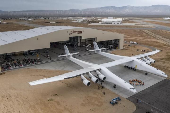 """Stratolaunch: самый большой самолёт в мире совершил первый полёт"""""""