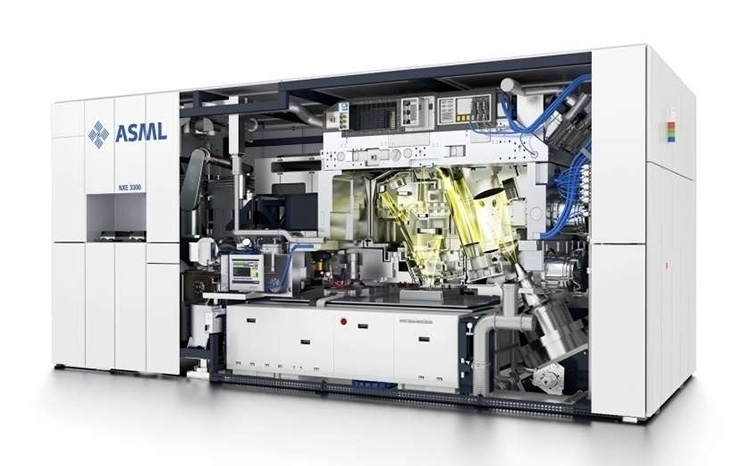 Сканер ASML NXE:3300B для EUV-литографии