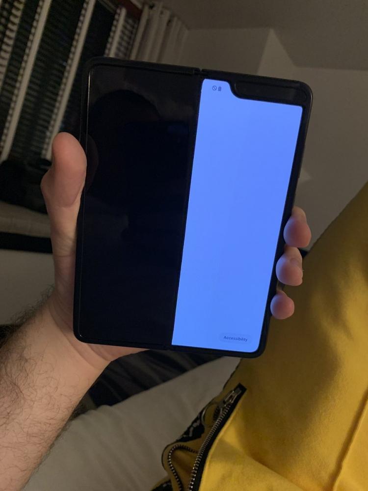 """Samsung Galaxy Fold ломается у обозревателей спустя пару дней после начала использования"""""""