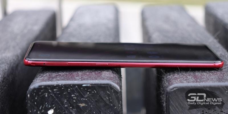 Vivo V15 Pro, левая грань: функциональная клавиша и слот для карты памяти microSD