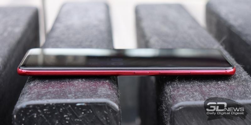Vivo V15 Pro, правая грань: клавиши включения и регулировки громкости