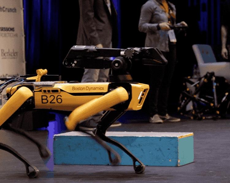 """Boston Dynamics продемонстрировала производственную версию робота SpotMini"""""""