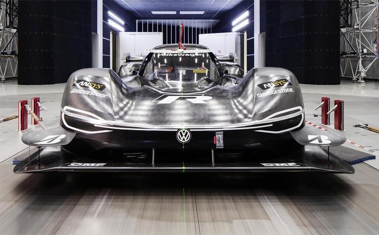 """Гоночный электромобиль Volkswagen ID. R готовится к новым рекордам"""""""