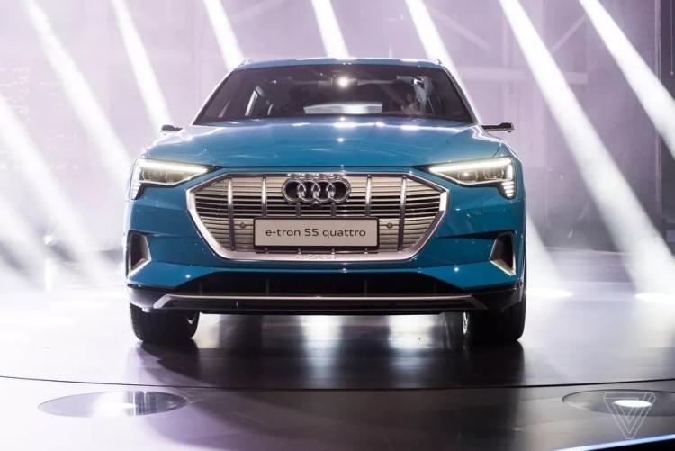 """Audi вынуждена сократить производство электрокаров e-tron"""""""