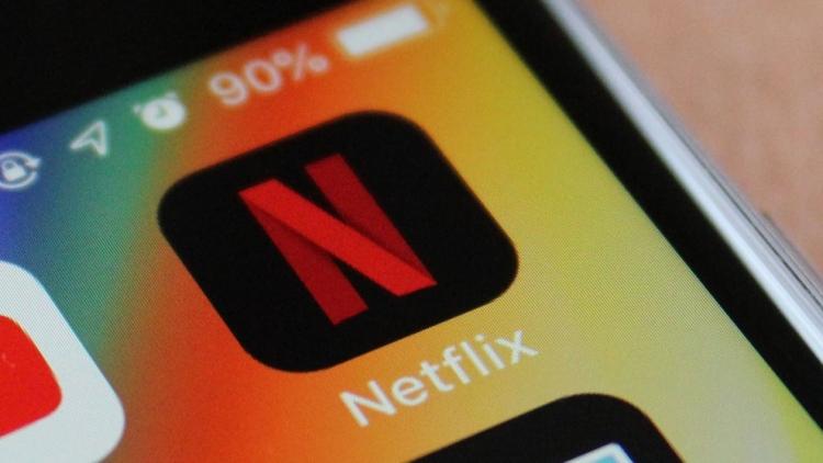 """Netflix тестирует функцию случайного воспроизведения для тех, кто не определился, что смотреть"""""""