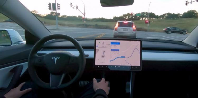 """Видео: Tesla показала способность Model 3 к автономному вождению"""""""