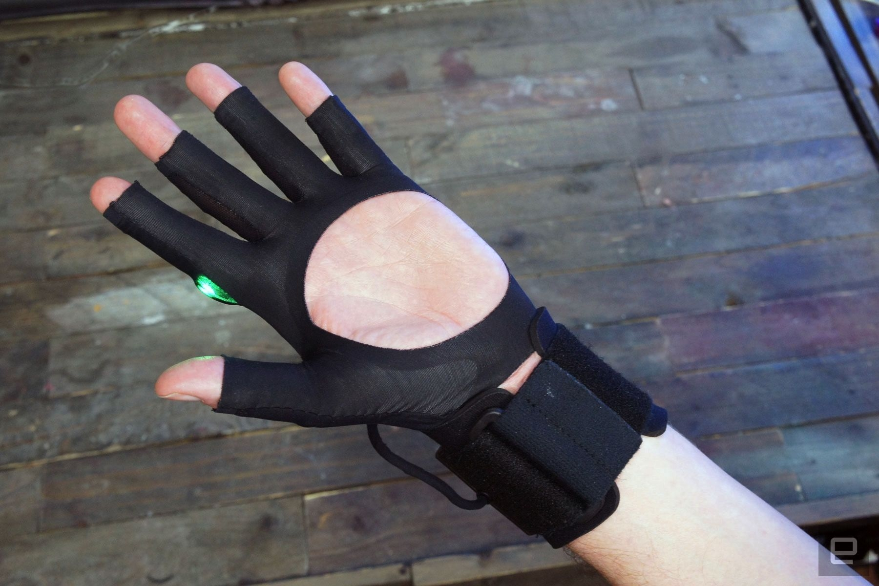 """Видео: беспроводные музыкальные перчатки Mi.Mu творят музыку буквально из воздуха"""""""