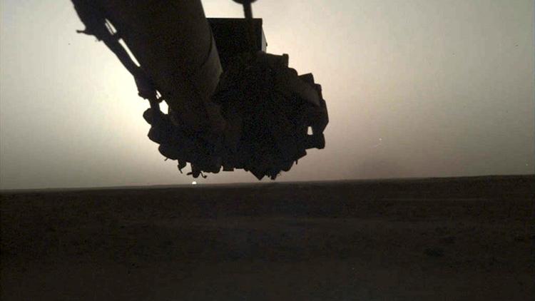 """Фото дня: восход и закат на Марсе глазами зонда InSight"""""""