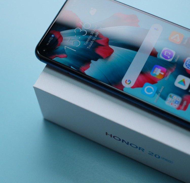 """Мощный смартфон Honor 20 Pro красуется на «живом» фото"""""""