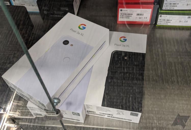 "Фото дня: коробки с Google Pixel 3a XL замечены в Best Buy за несколько дней до запуска"""