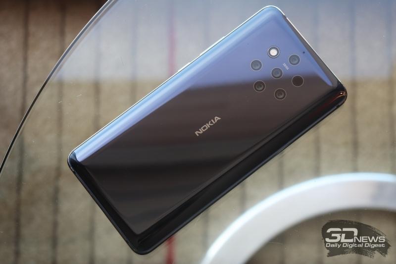 Nokia 9 PureView, задняя панель: «паутина» из шести камер (одна из них - TOF) и с выделенной специальной каймой двойной светодиодной вспышкой; над ней - микрофон