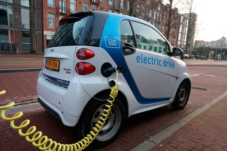 """В Амстердаме через 11 лет запретят автомобили с дизельными и бензиновыми моторами"""""""
